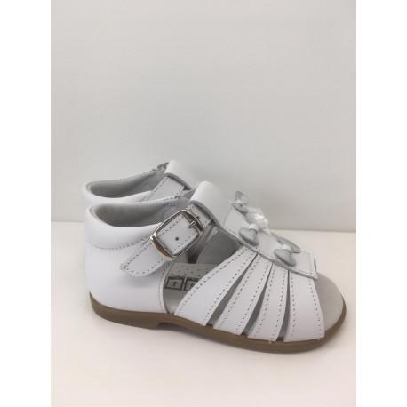 Sandalia bebé lacitos plateados